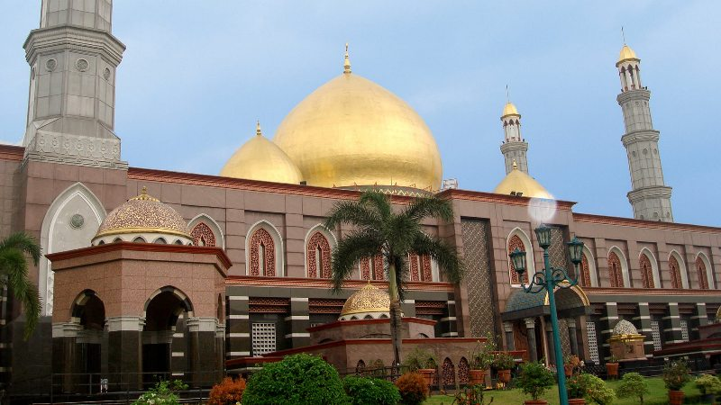 https: img-k.okeinfo.net content 2018 09 11 406 1948921 rayakan-tahun-baru-islam-asyiknya-kunjungi-5-destinasi-wisata-islami-ini-HJZKwSLhmC.jpg
