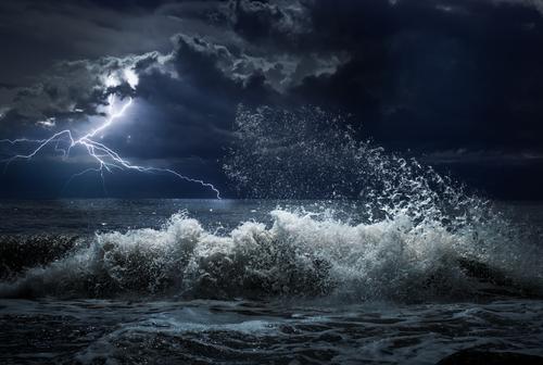 https: img-k.okeinfo.net content 2018 09 12 56 1949608 siklon-tropis-mangkhut-picu-hujan-lebat-dan-gelombang-badai-zks8CyGBnz.jpg