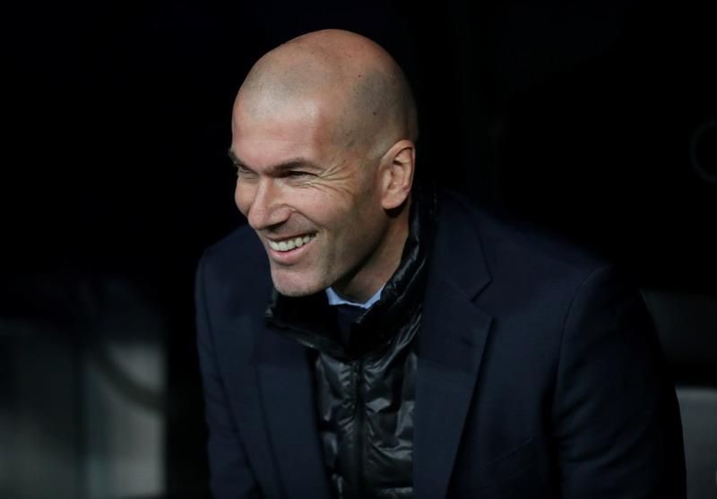 https: img-k.okeinfo.net content 2018 09 13 45 1950012 zidane-diminta-pikir-ulang-untuk-latih-man-united-2HGxudum9b.jpg