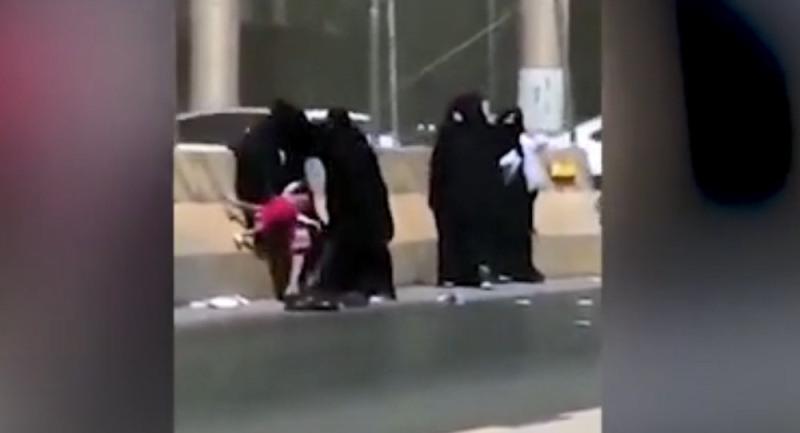 https: img-k.okeinfo.net content 2018 09 14 18 1950485 lima-perempuan-baku-hantam-di-tepi-jalan-riyadh-seorang-anak-jadi-korban-FPuoWxBs68.jpg