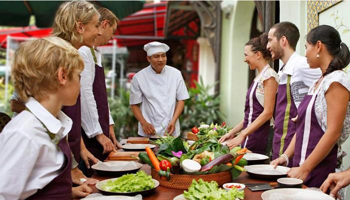 https: img-k.okeinfo.net content 2018 09 14 298 1950576 4-rekomendasi-cooking-class-di-bali-biar-jago-masak-kaya-raisa-H7U6VG530t.jpg