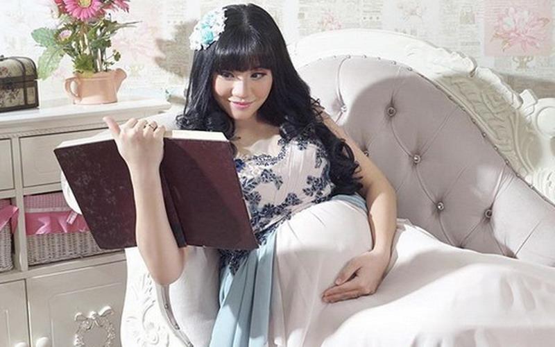 https: img-k.okeinfo.net content 2018 09 14 33 1950330 selamat-cleopatra-ex-jkt48-lahirkan-anak-pertama-sKcIhmStU0.jpg