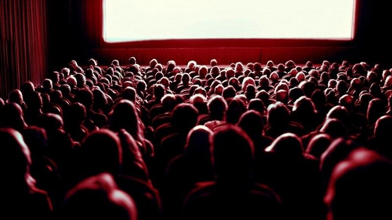 https: img-k.okeinfo.net content 2018 09 16 406 1951237 bioskop-bisik-dihadirkan-untuk-tunanetra-yang-gemar-nonton-film-mXfUEnGWNL.jpeg