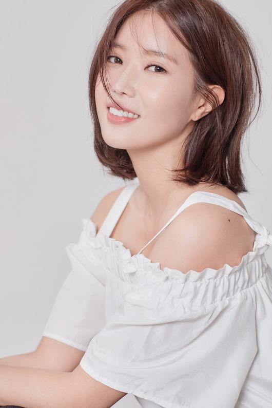 https: img-k.okeinfo.net content 2018 09 22 598 1954221 kerja-bareng-im-soo-hyang-tak-henti-memuji-cha-eun-woo-astro-0zMxBApDRX.jpg