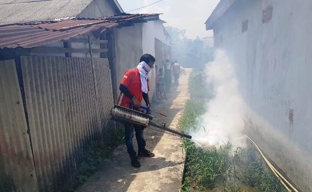 https: img-k.okeinfo.net content 2018 09 24 340 1954598 cegah-dbd-rescue-perindo-sumsel-kembali-fogging-TY0KAtG2Ra.jpg