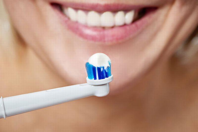 https: img-k.okeinfo.net content 2018 09 24 481 1954704 keuntungan-gunakan-sikat-gigi-elektrik-bagi-kamu-yang-pemalas-QBJhFDeRSo.jpg