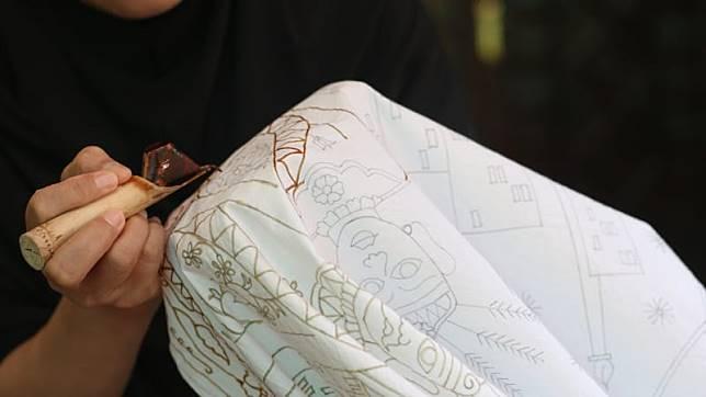 https: img-k.okeinfo.net content 2018 09 28 194 1956791 jogya-international-batik-biennale-2018-diharapkan-gaet-wisatawan-asing-OuSnZLceXt.jpg