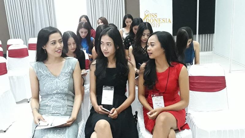 https: img-k.okeinfo.net content 2018 09 30 194 1957703 puluhan-peserta-mengantre-ikut-audisi-miss-indonesia-2019-di-yogyakarta-SB4hCQgIcd.jpeg