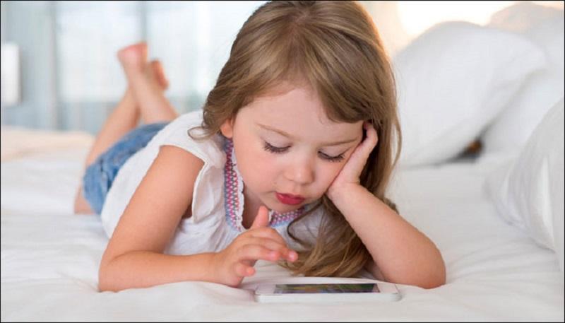 https: img-k.okeinfo.net content 2018 10 01 481 1958190 mulailah-batasi-anak-di-depan-layar-bisa-tingkatkan-fungsi-otak-loh-c5QJS1squ6.jpg