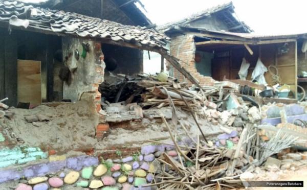 https: img-k.okeinfo.net content 2018 10 02 470 1958757 pemulihan-lombok-1-rumah-risha-dibangun-setiap-hari-8qFxBVyewq.jpg