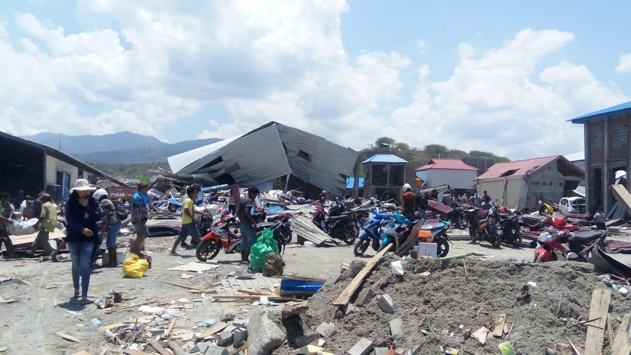 https: img-k.okeinfo.net content 2018 10 06 340 1960484 1-6-ton-rendang-dari-sumbar-dibawa-hercules-ke-sulteng-untuk-korban-gempa-tsunami-AgAGMHXNb7.jpg