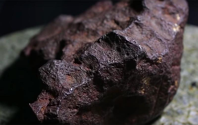 https: img-k.okeinfo.net content 2018 10 06 56 1960490 ditemukan-batu-meteorit-seharga-rp1-5-miliar-lpfw1O6oYO.jpg