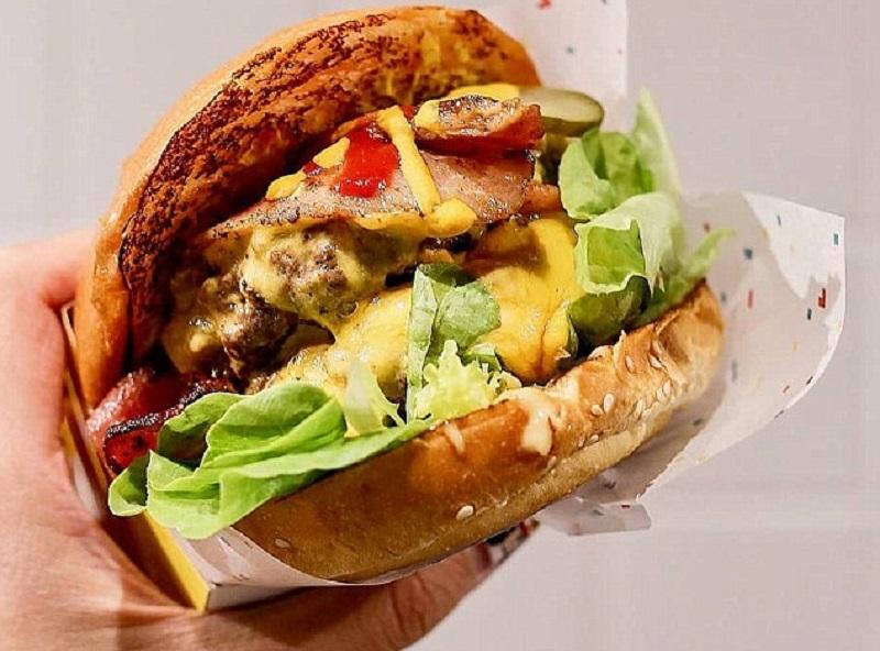 https: img-k.okeinfo.net content 2018 10 08 298 1961046 bukan-dari-cara-memasak-dagingnya-ini-rahasia-membuat-burger-yang-lezat-29NLJf7Y4k.jpg