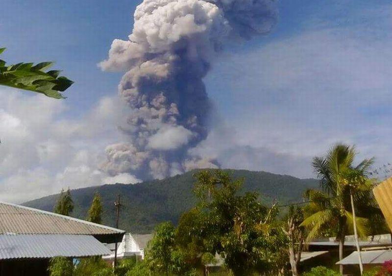 https: img-k.okeinfo.net content 2018 10 08 340 1960917 posko-erupsi-gunung-soputan-di-minahasa-tenggara-masih-disiagakan-l2pZKv5j5q.jpg