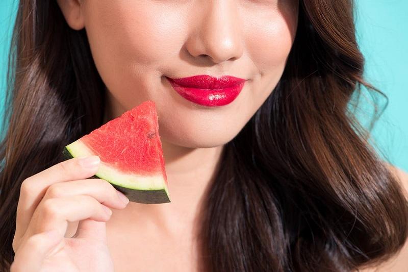 https: img-k.okeinfo.net content 2018 10 09 194 1961676 selain-enak-dimakan-semangka-bisa-menjadi-penyubur-alami-rambut-cX2ArHSHJX.jpg