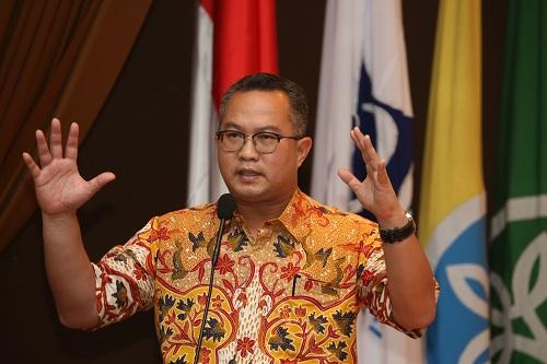 https: img-k.okeinfo.net content 2018 10 10 65 1962016 guru-besar-ipb-yang-digugat-rp-500-miliar-akan-dilindungi-rektorat-ygtkmLD5vP.jpg