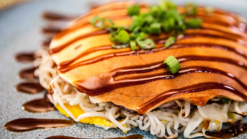 https: img-k.okeinfo.net content 2018 10 11 298 1962496 yuk-bikin-okonomiyaki-soun-enak-dicamil-sebelum-makan-siang-8f74Wafscs.jpg
