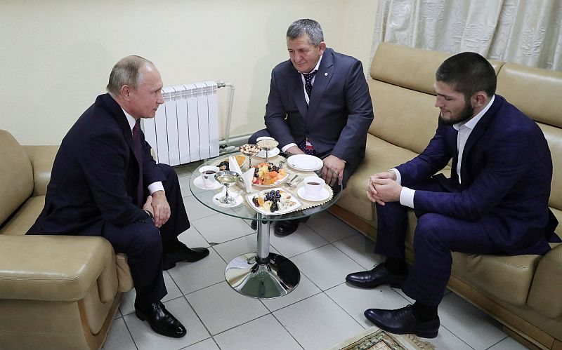 https: img-k.okeinfo.net content 2018 10 11 43 1962601 khabib-nurmagomedov-dapat-dukungan-dari-presiden-rusia-wxoj8qUJb0.JPG