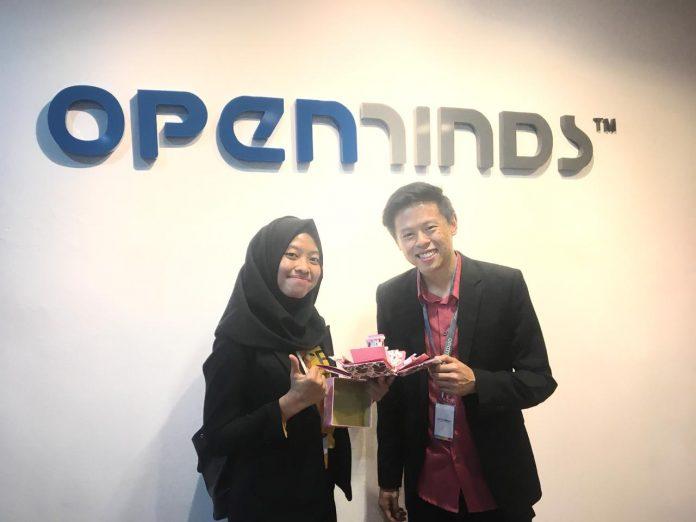 https: img-k.okeinfo.net content 2018 10 11 65 1962625 berkat-ide-bisnis-foto-album-tiga-dimensi-mahasiswa-unair-raih-penghargaan-di-singapura-OLZBXCp8jN.jpg