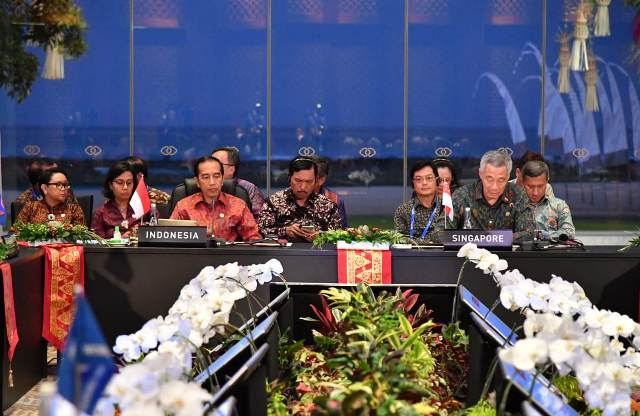 https: img-k.okeinfo.net content 2018 10 12 337 1962914 jokowi-sampaikan-5-usulan-di-asean-leaders-gathering-2018-Gtqn7NPrJ3.jpg
