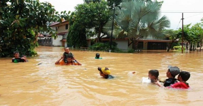 https: img-k.okeinfo.net content 2018 10 12 340 1962991 67-rumah-di-aceh-barat-masih-terendam-banjir-zkDrMmwXRe.jpg