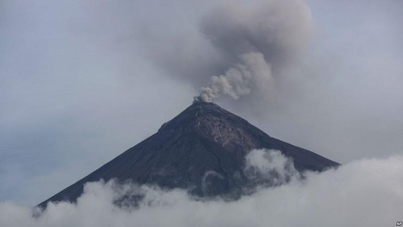https: img-k.okeinfo.net content 2018 10 14 18 1963795 gunung-berapi-di-guatemala-erupsi-muntahkan-abu-dan-lahar-FIZO3wR7hz.jpg