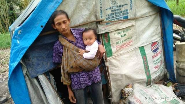 https: img-k.okeinfo.net content 2018 10 16 340 1964736 keluarga-miskin-yang-tinggal-di-hutan-akhirnya-direlokasi-pemerintah-JQLgtreo78.jpg