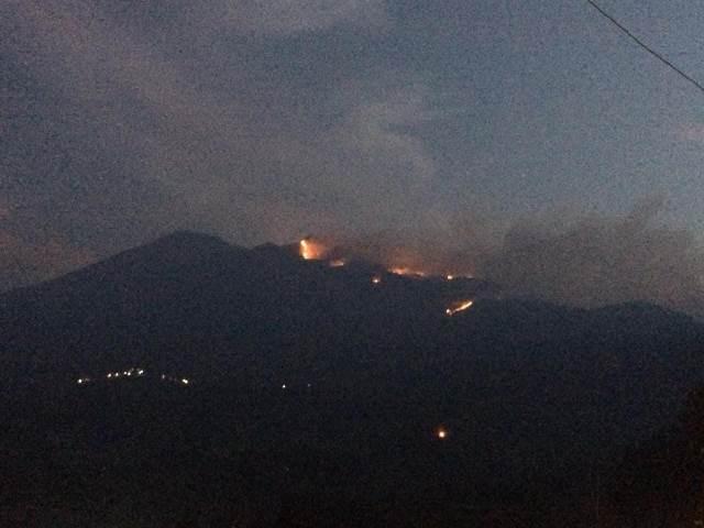 https: img-k.okeinfo.net content 2018 10 16 512 1964485 dampak-kebakaran-pendakian-ke-gunung-merbabu-ditutup-luM43NU27Y.jpeg