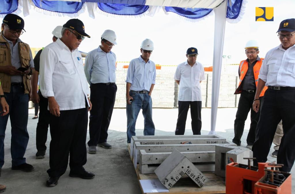 https: img-k.okeinfo.net content 2018 10 21 470 1966956 menteri-basuki-cek-progres-rehabilitasi-dan-rekonstruksi-rumah-warga-di-lombok-7qopbnBBlL.jpg