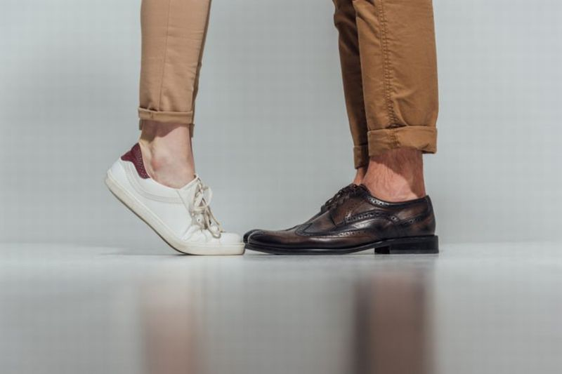 https: img-k.okeinfo.net content 2018 10 23 196 1967637 hal-hal-yang-dapat-merusak-kaki-kamu-salah-satunya-tak-pernah-ganti-sepatu-71cZCDX4b8.jpg
