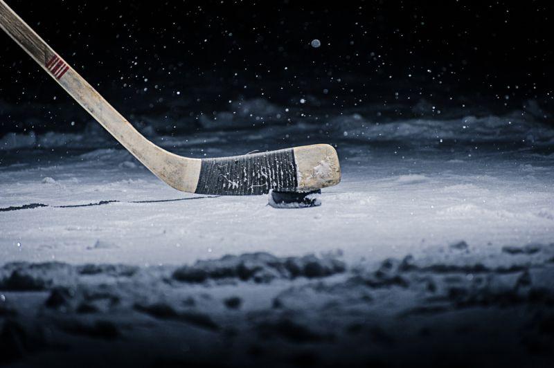 https: img-k.okeinfo.net content 2018 10 25 196 1968746 punya-refleks-ninja-wanita-seksi-ini-tangkap-bola-hockey-sambil-terima-telepon-jbJRBPBTmO.jpg