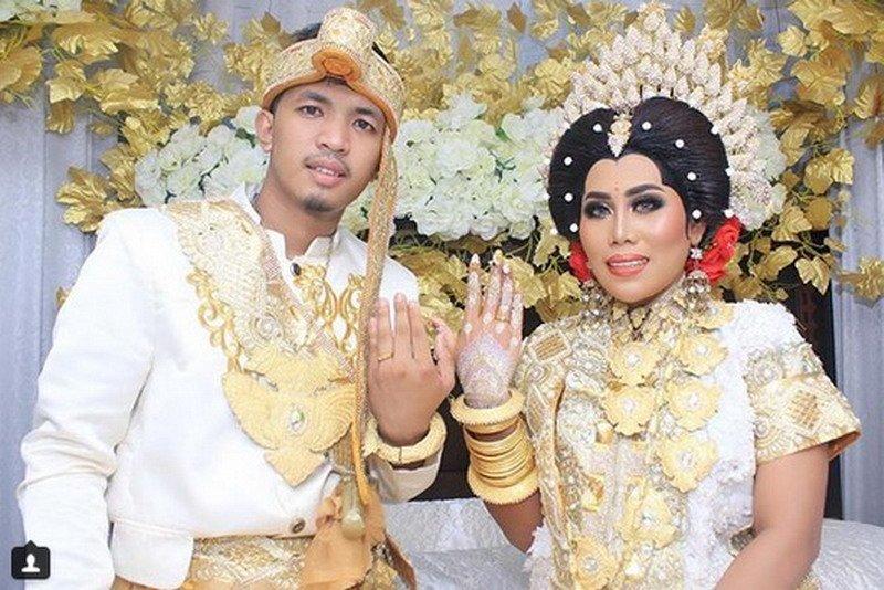 https: img-k.okeinfo.net content 2018 10 25 33 1969077 selamat-penyanyi-dangdut-evi-masamba-resmi-menikah-VnVnxcw7B3.jpg