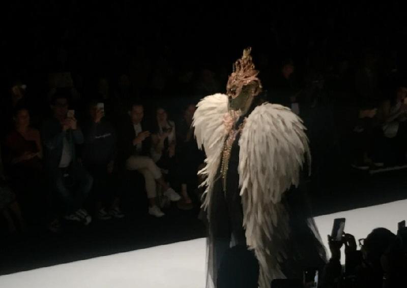 https: img-k.okeinfo.net content 2018 10 27 194 1969680 usung-the-faces-rinaldy-yunardi-sukses-pukau-panggung-penutup-jakarta-fashion-week-2019-N4ZAmXSZG9.jpg