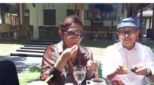 https: img-k.okeinfo.net content 2018 11 05 320 1973646 nikmatnya-menteri-susi-makan-durian-merah-banyuwangi-3zSwuBlgj2.png