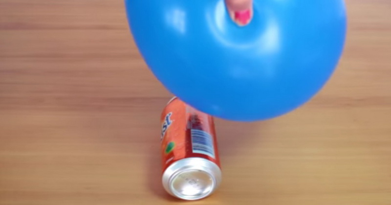 https: img-k.okeinfo.net content 2018 11 05 56 1973421 kaleng-minuman-bergerak-sendiri-dengan-balon-begini-caranya-NdAMjmvCrP.jpg
