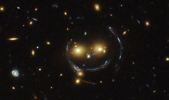 https: img-k.okeinfo.net content 2018 11 05 56 1973656 unik-nasa-temukan-formasi-galaksi-mirip-wajah-tersenyum-j3JPorWtlW.jpg