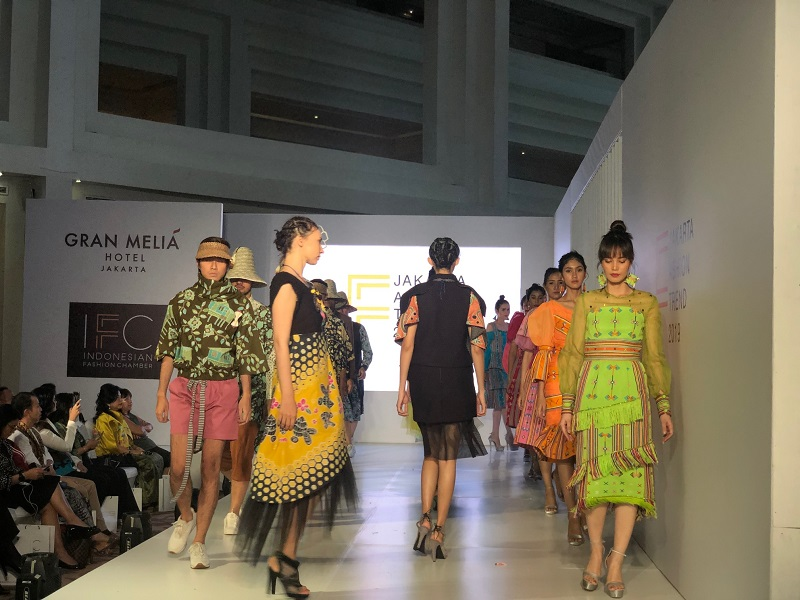 https: img-k.okeinfo.net content 2018 11 08 194 1975199 jakarta-fashion-trend-2019-jadi-tolak-ukur-fashion-di-indonesia-kYzkXJfDhP.jpeg