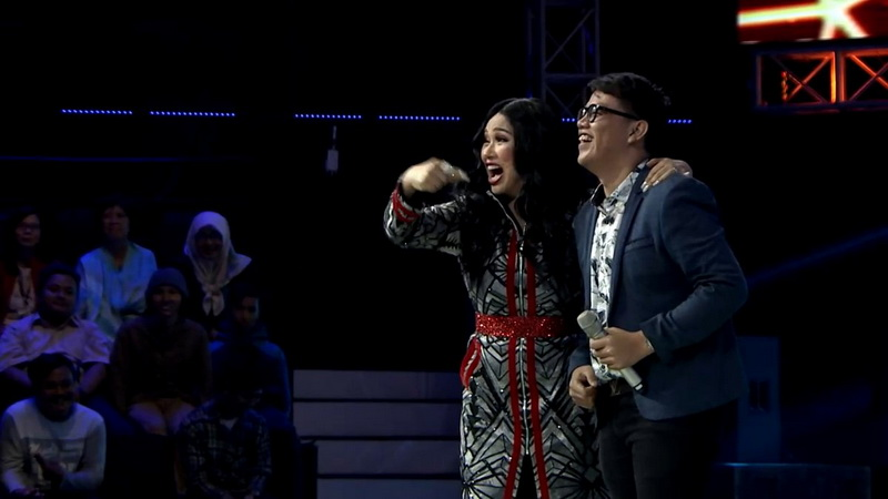 https: img-k.okeinfo.net content 2018 11 08 598 1975277 buka-babak-blind-audition-the-voice-indonesia-gok-malau-bikin-coaches-rebutan-pCLLJNZrh0.jpg