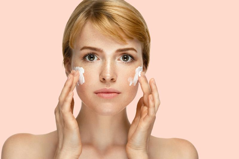 https: img-k.okeinfo.net content 2018 11 08 611 1975000 skin-care-yang-mengandung-parfum-tidak-cocok-untuk-kulit-sensitif-HGcaFXHHGU.jpg