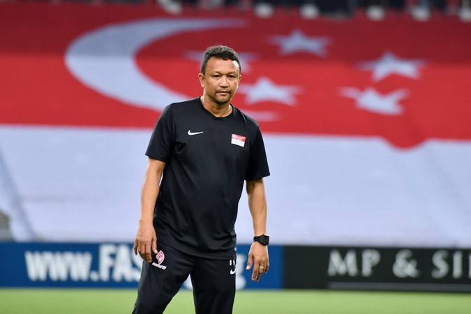 https: img-k.okeinfo.net content 2018 11 09 51 1975478 fandi-ahmad-minta-suporter-penuhi-stadion-saat-singapura-jamu-indonesia-Z3Bx3JqLUg.jpg
