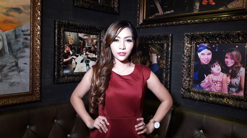 https: img-k.okeinfo.net content 2018 11 10 33 1976099 kena-isu-transgender-penyanyi-liza-aditya-syok-zIjsU7yw1d.jpeg
