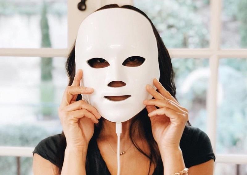 https: img-k.okeinfo.net content 2018 11 10 611 1975860 mengenal-led-light-face-mask-perawatan-kecantikan-yang-bikin-kulit-awet-muda-lebih-cepat-QKqqylmoVh.jpg