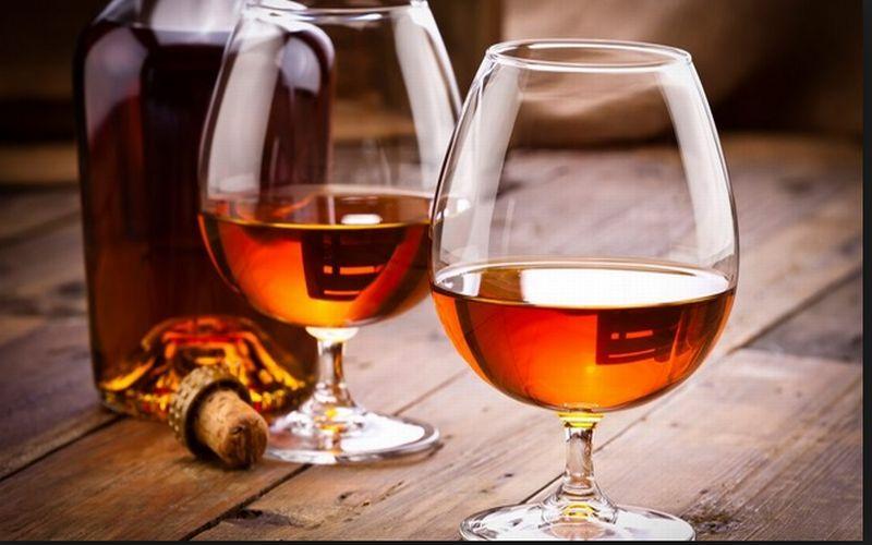 https: img-k.okeinfo.net content 2018 11 13 298 1977387 mulai-cari-cognac-untuk-suguhan-minuman-natal-ini-5-rekomendasi-merek-terbaik-bGSjyO7SjM.jpg