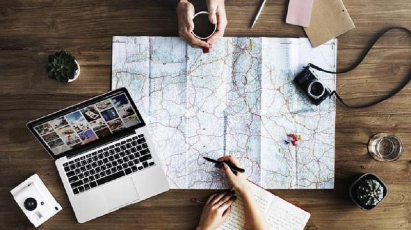 https: img-k.okeinfo.net content 2018 11 15 406 1978235 4-tips-menyusun-rencana-perjalanan-agar-liburan-tidak-berantakan-l9GTIiry16.jpg