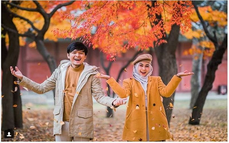 https: img-k.okeinfo.net content 2018 11 16 406 1978772 5-potret-kemesraan-anisa-rahma-suami-bulan-madu-di-korea-kompak-banget-50L3JD90i4.jpg