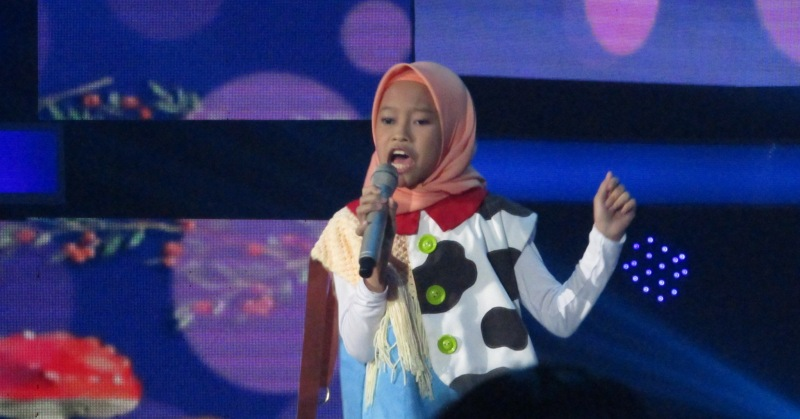 https: img-k.okeinfo.net content 2018 11 16 598 1978826 rizky-febian-kaget-dengan-aksi-raisya-di-top-7-indonesian-idol-junior-JEnixZP1Bm.JPG