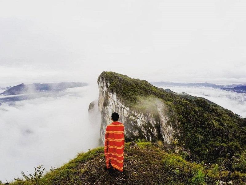https: img-k.okeinfo.net content 2018 11 17 406 1979116 5-destinasi-negeri-di-atas-awan-yang-buat-kamu-serasa-di-kahyangan-uKKbxJVYhj.jpg