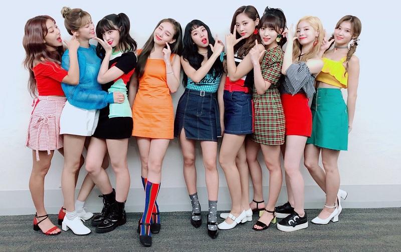 https: img-k.okeinfo.net content 2018 11 18 205 1979493 hadir-lewat-yes-or-yes-twice-kuasai-chart-musik-korea-kTMvjInH1A.jpg