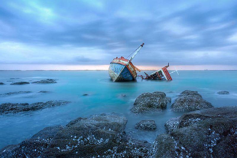 https: img-k.okeinfo.net content 2018 11 20 340 1980140 kapal-kelotok-bermuatan-semen-tabrak-kapal-sawit-1-tewas-dan-2-hilang-p0xtZTRaSs.jpg