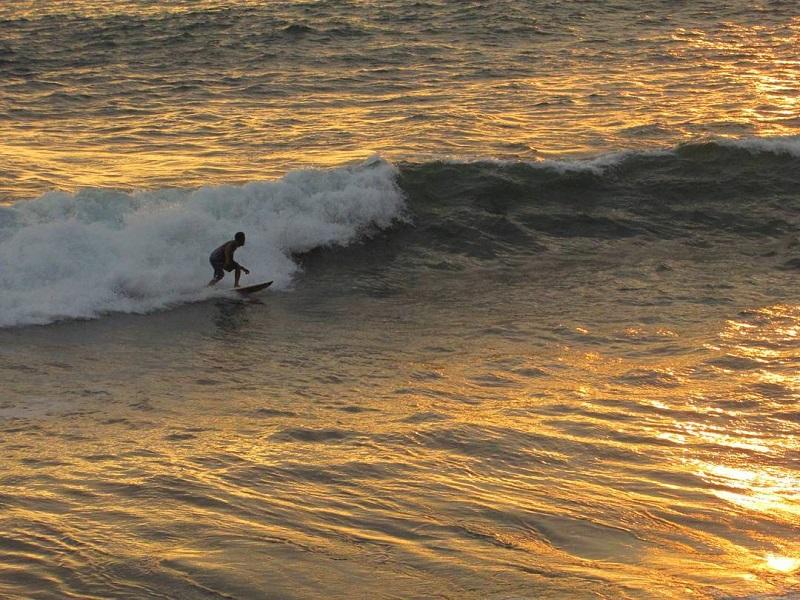 https: img-k.okeinfo.net content 2018 11 21 406 1980941 11-destinasi-lokasi-surfing-di-indonesia-akan-jadi-tuan-rumah-kejuaraan-wsl-2019-2LnLYc2bIl.jpg